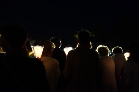 que-faire-dans-le-bearn-pyrenees-lourdes-procession-flambeaux-rassemblement