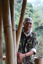 thailande-doi-inthanon-Giant-Bamboo-Hut-proprietaire