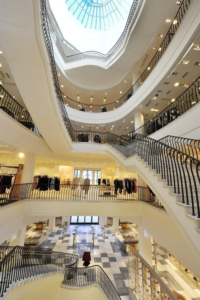 BARNEYS NEW YORK BOUTIQUE REOPENING IN BEVERLY HILLS 1