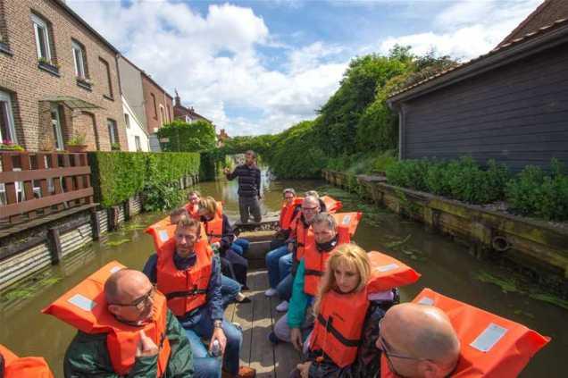 Visite guidée des faubourgs de Saint-Omer en bateau