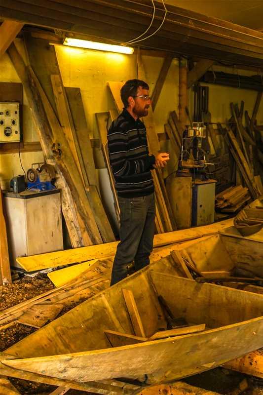 Découverte de l'atelier de fabrication de bateaux