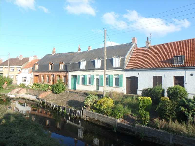 Maisons traditionnelles, marais de Lyzel