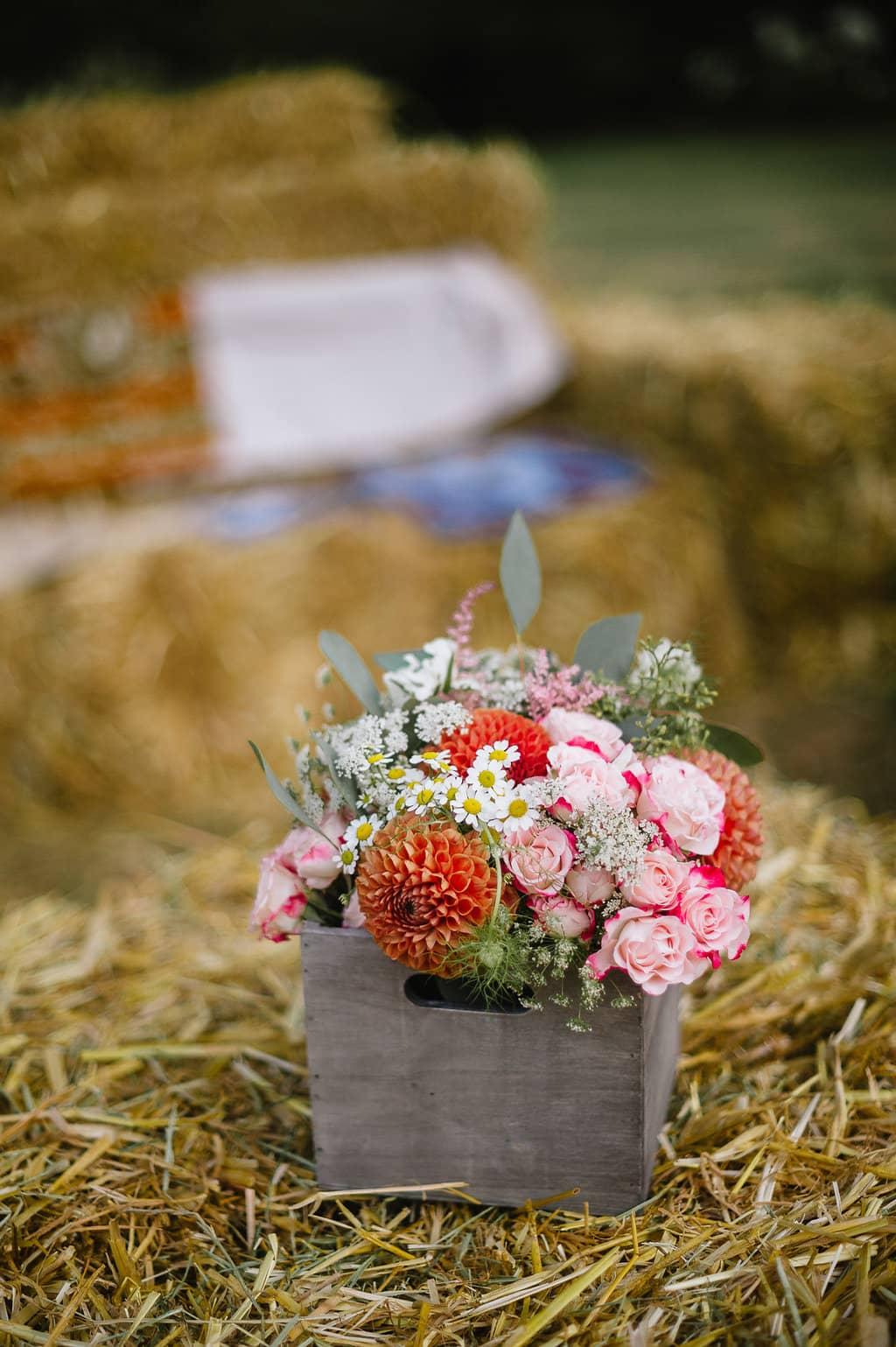 caisse-fleurie-champetre-ceremonie-mariage