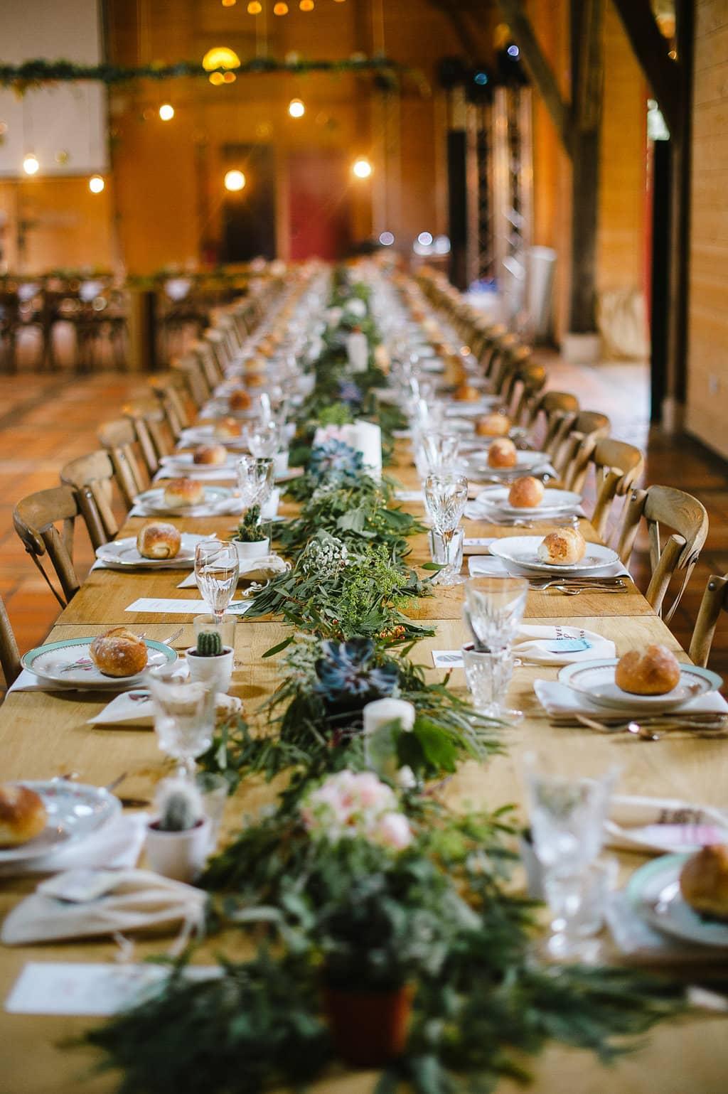 centre-table-chemin-vegetal-plante-grasse-mariage