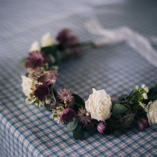 couronne-fleurs-champetre-pourpre-mariage