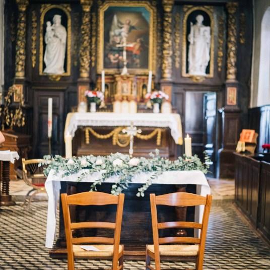 eglise-ceremonie-guirlande-feuillage-mariage