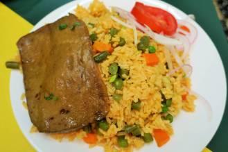 Riz cantonais avec steak végétarien