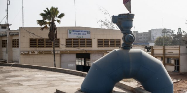 Des Sénégalais  contre la venue d'expatriés français autour de l'attribution à Suez d'un contrat de distribution de l'eau