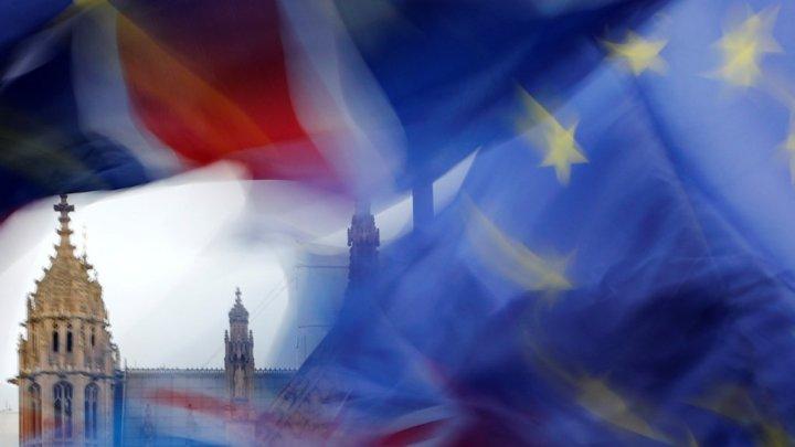 Brexit : Macron détaille les 3 options à retenir