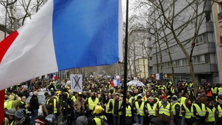 Les gilets jaunes ont marché contre les violences policières – Heurts à Paris et Bordeaux