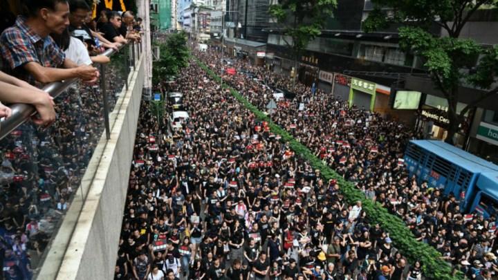 Une pétition demande le retrait de la Légion d'honneur donnée à la Cheffe de l'éxecutif Hongkongais.