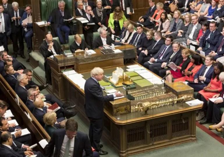 Affaibli par une défaite au parlement, Johnson prévoit des élections anticipées