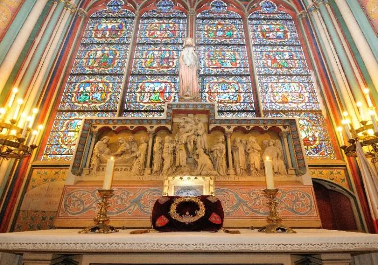 Vénération de la Sainte Couronne à Notre Dame de Paris - Vendredi Saint - Video - Direct et Replay