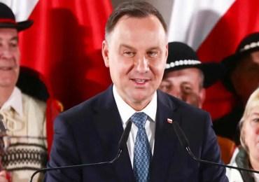 Pologne : duel entre libéraux et conservateurs.