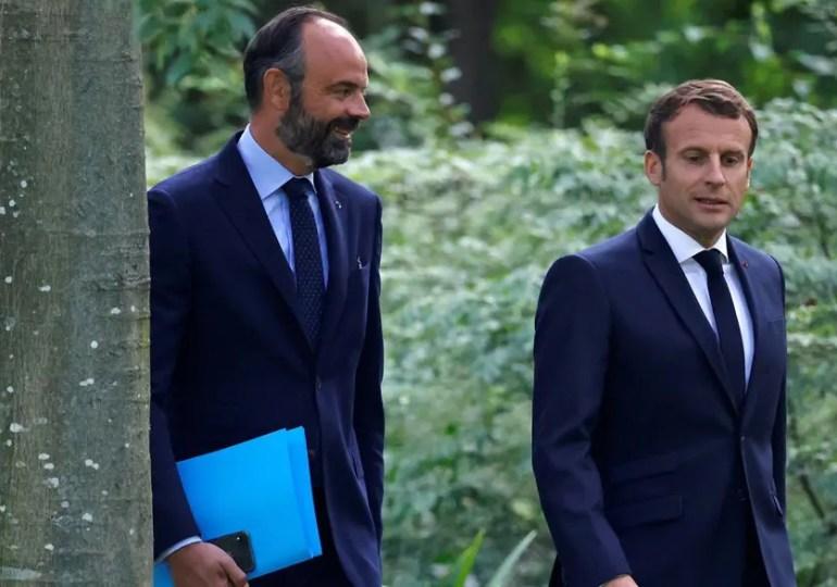 """Emmanuel Macron sur le remaniement ce matin dans la presse régionale : """"J'aurais à faire des choix pour conduire le nouveau chemin. Ce sont de nouveaux objectifs d'indépendance, de reconstruction, de réconciliation et de nouvelles méthodes à mettre en œuvre. Derrière, il y aura une nouvelle équipe."""""""