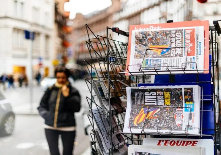 Bruxelles demande aux États membres d'apporter un soutien «urgent» aux médias