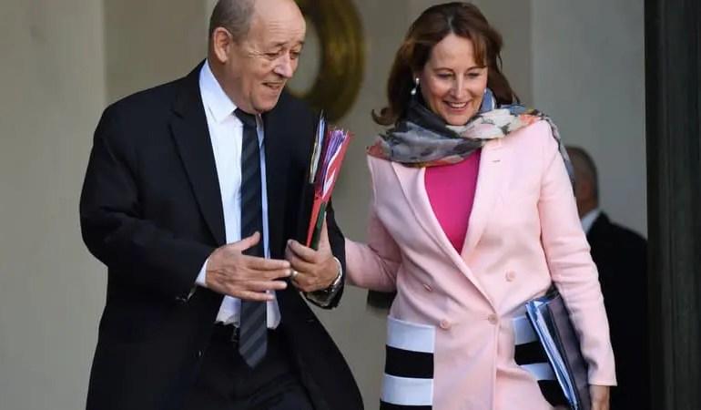 """""""Pompili très bien, c'est quand même mieux que l'autre folle de Ségo"""", aurait réagi par message Jean-Yves Le Drian, croyant répondre au président de la République, alors qu'il s'adressait en fait son SMS à la principale intéressée, Ségolène Royal."""