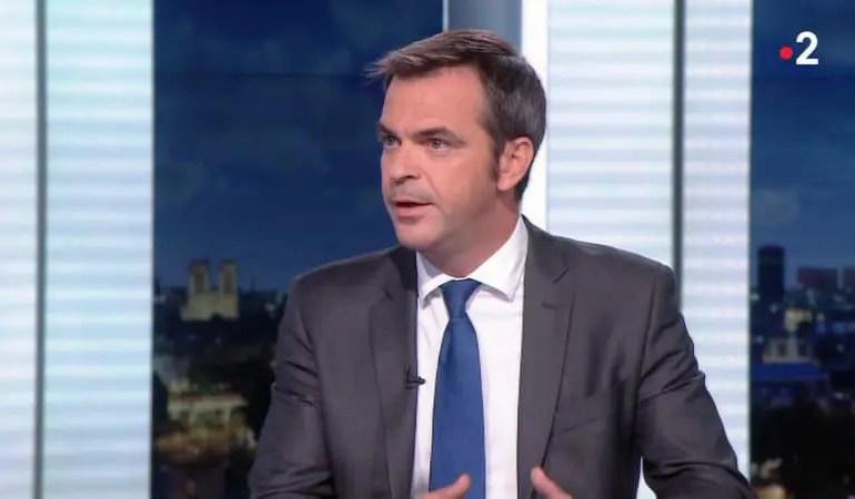 """""""40 millions de masques réutilisables"""" vont être envoyés gratuitement à sept millions de Français en situation de précarité par La Poste a annoncé Olivier Veran"""