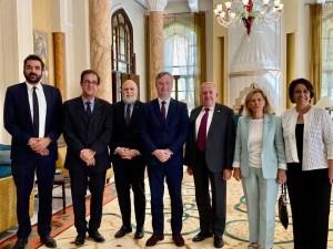 Avec Bruno Foucher, Jean-Louis Mainguy, Denise Revers-Haddad et Désirée Khalife Joseph, à Residence Des Pins Beyrouth.