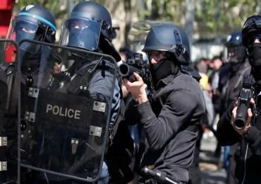 """Loi """"sécurité globale"""" controversée en France"""