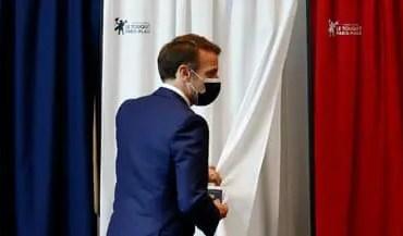 """""""Cette abstention record constitue une alerte démocratique à laquelle il faut répondre"""", a déclaré Emmanuel Macron face aux ministres, selon des propos rapportés par le porte-parole du gouvernement Gabriel Attal lors de son compte-rendu à la mi-journée."""