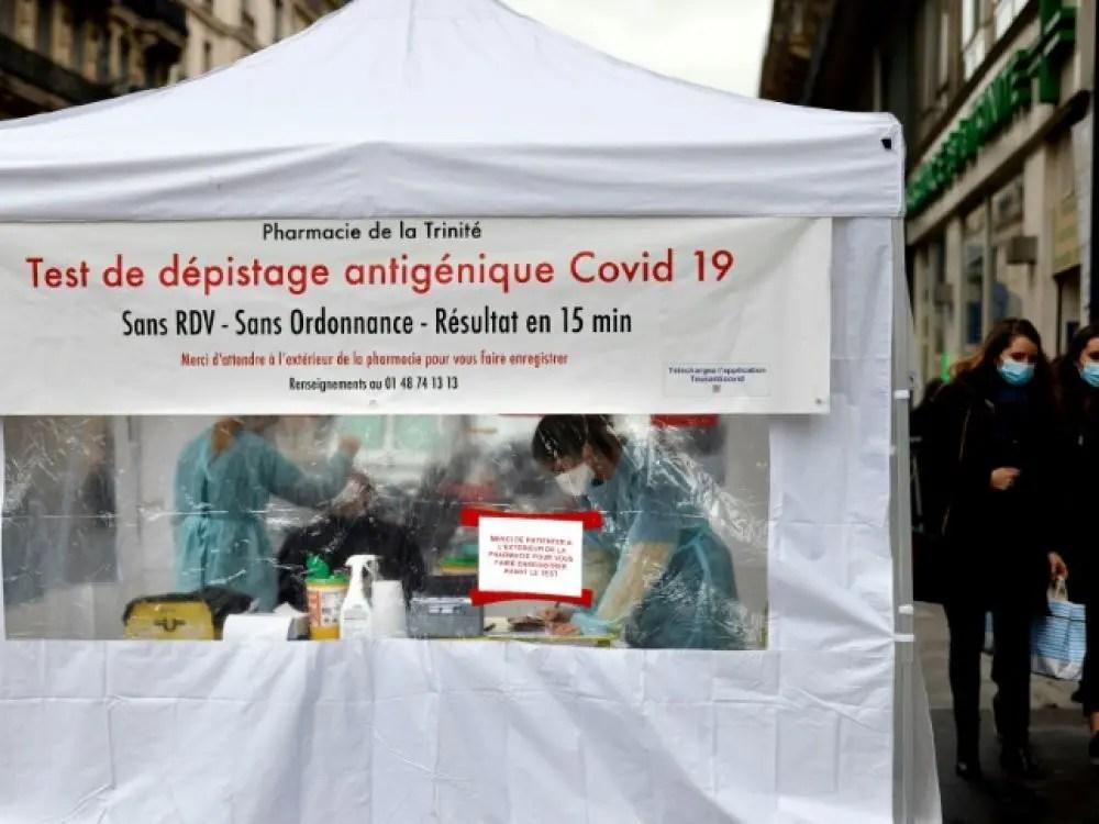 Tente de dépistage à Paris ©Scienceetavenir