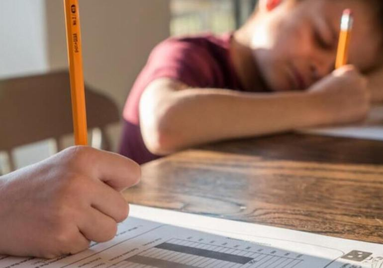 École et enfants en Australie : les restrictions inquiètent les parents