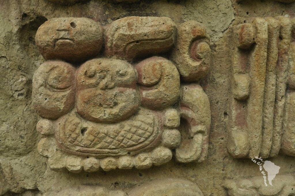 sculpture ruines copan maya