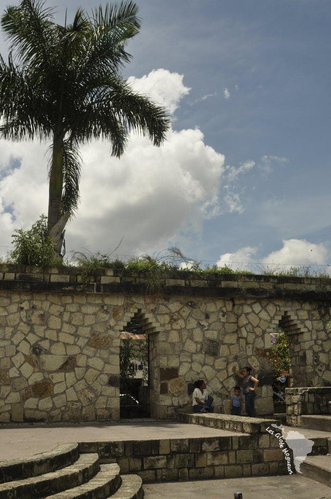 Place centrale de Copan Ruinas