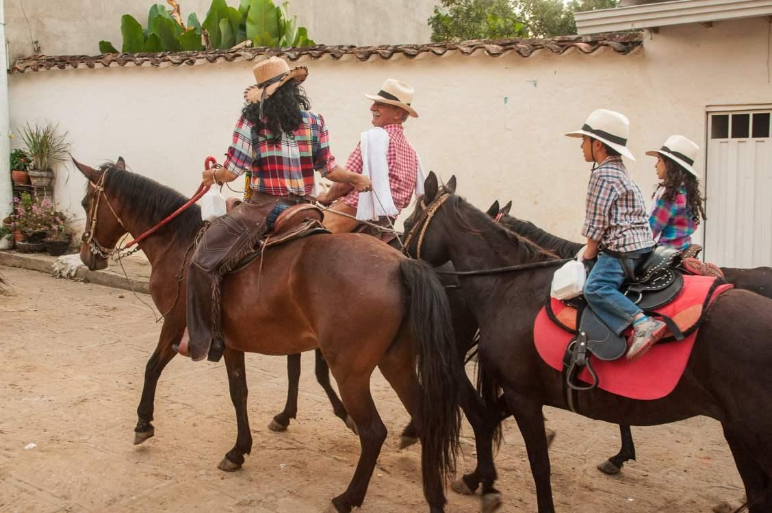 chevaux cavalgata colombie défilé