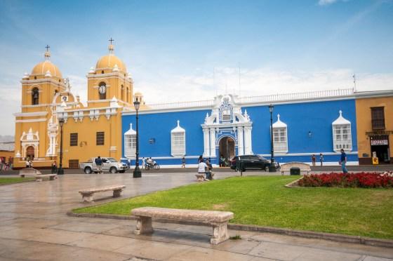 Trujillo-place-église
