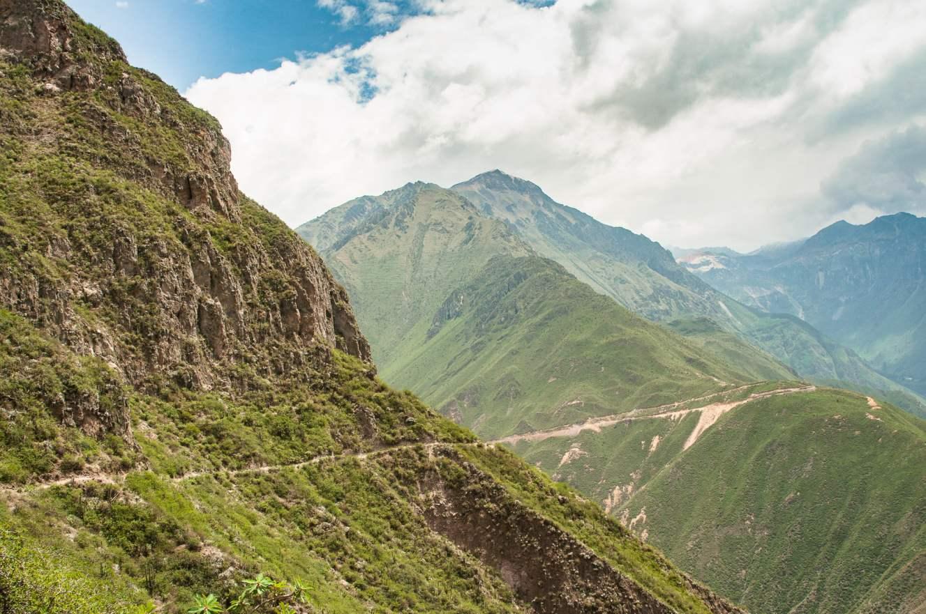 Canyon de colca sentier chemin randonnée pérou