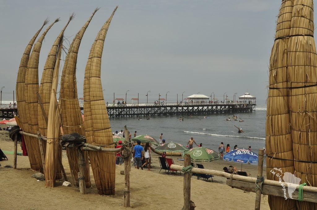 Les caballitos de totora qui attendent que les touristes désireux de les chevaucher
