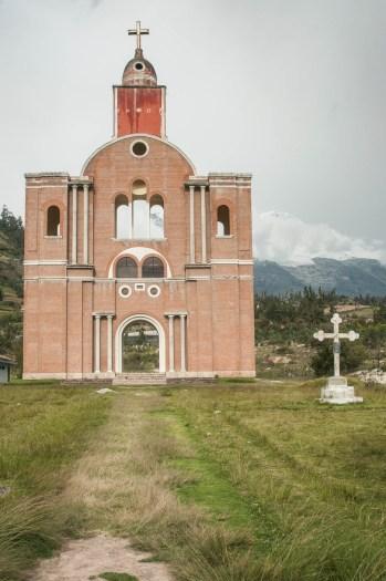 La façade de l'église a été reconstruite mais en fait il n'en reste plus rien