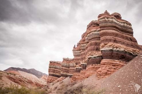 La succession de roches de couleurs différentes