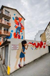 street-art-immeuble-fille-garcon