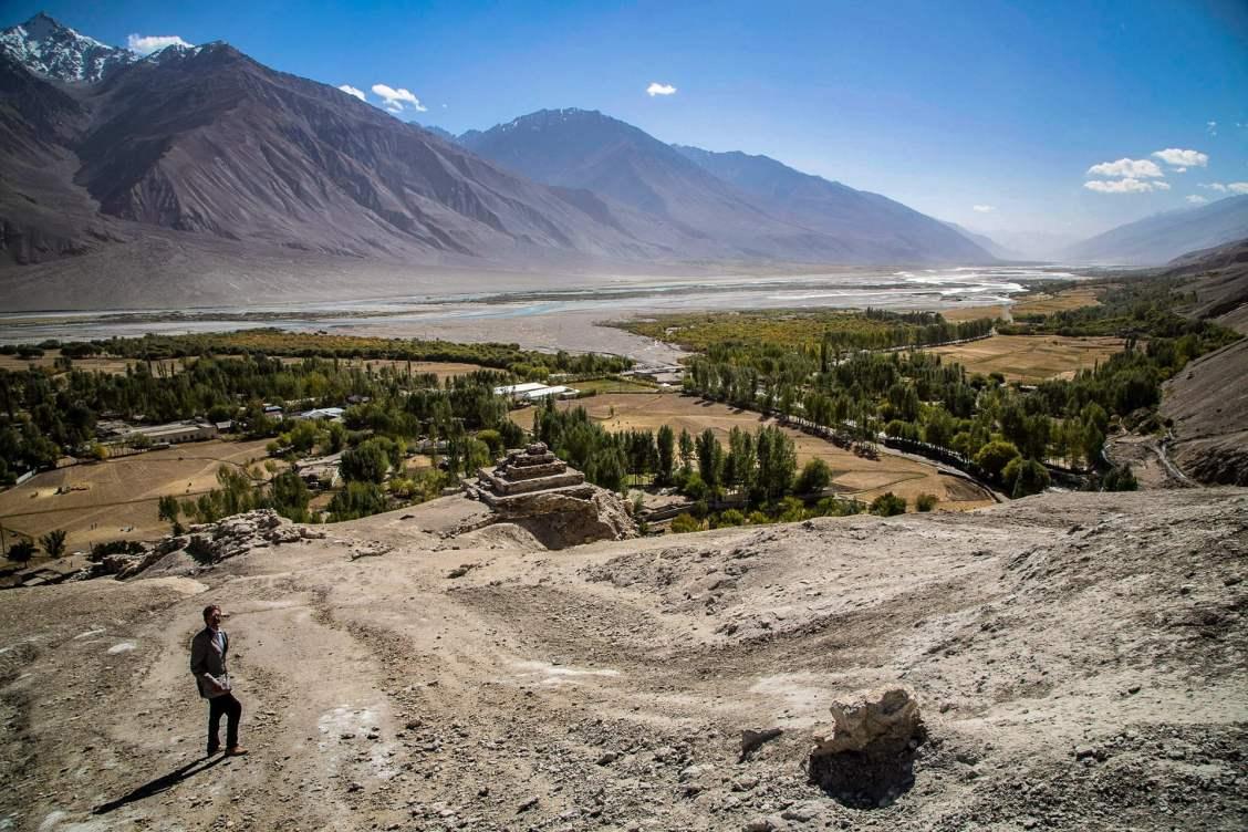 La vallée du Wakhan à VRANG, coincée entre l'Hindu Kush a gauche et le Pamir à droite. Tadjikistan