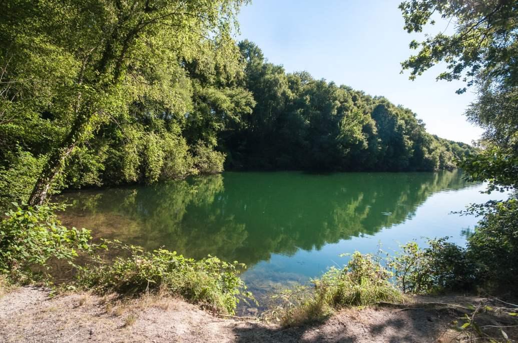 l'étang crée par l'excavation de l'étain