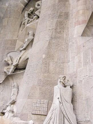 statue sagrada familia barcelone