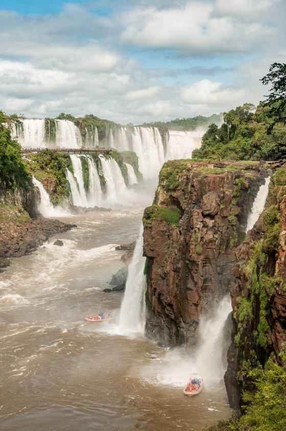 Iguazu cascade bateau