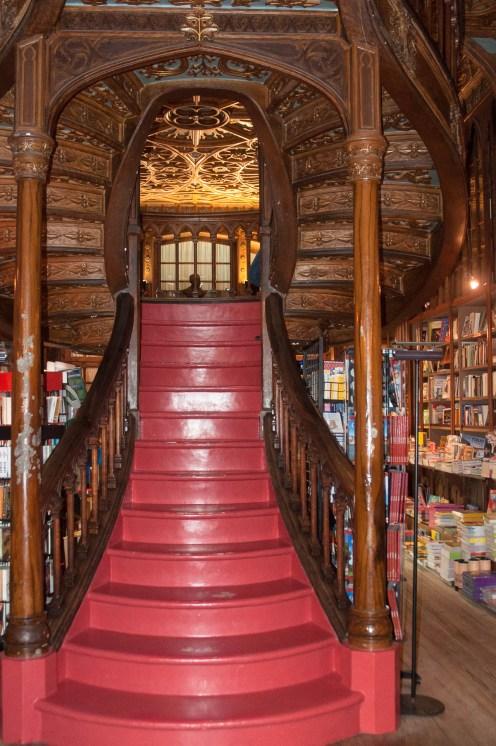 Porto librairie lello escalier rouge