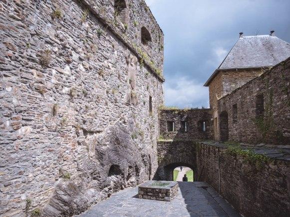 Bouillon château chemin