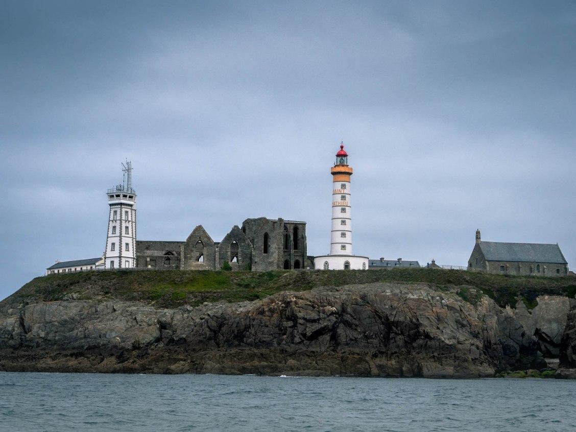 conquet pointe saint mathieu vue de la mer abbaye et phare