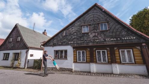 Maison traditionnelle en bohême du nord république tchèque