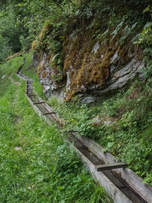 bisse ossona dans le val d'Herens en Suisse