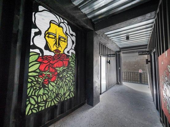 Tagaytay eco hotel couloir fresque