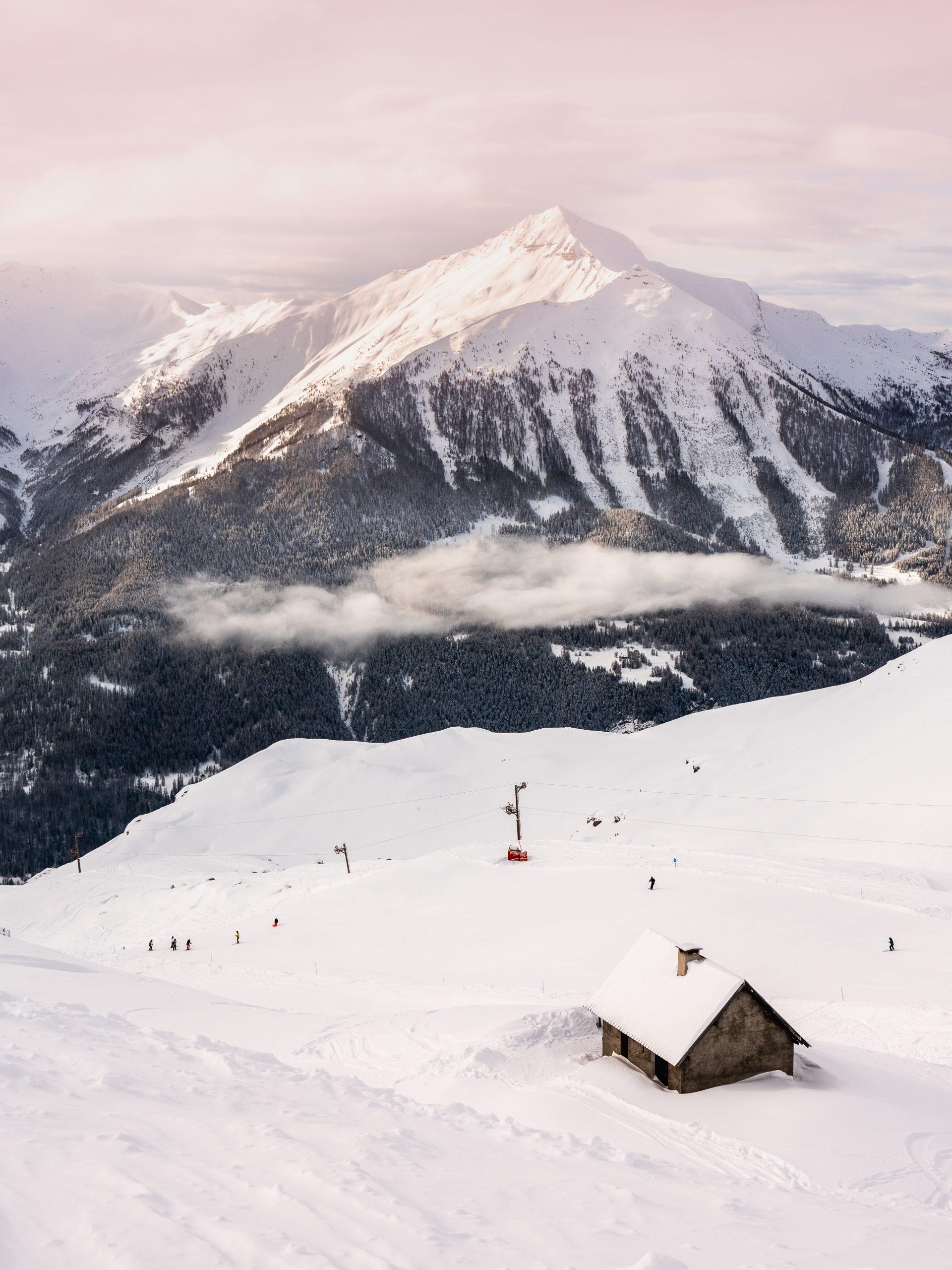 Orcières Merlette 1850 dans les Hautes Alpes - chalet