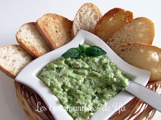 Pesto de courgettes, basilic et noisettes LGY