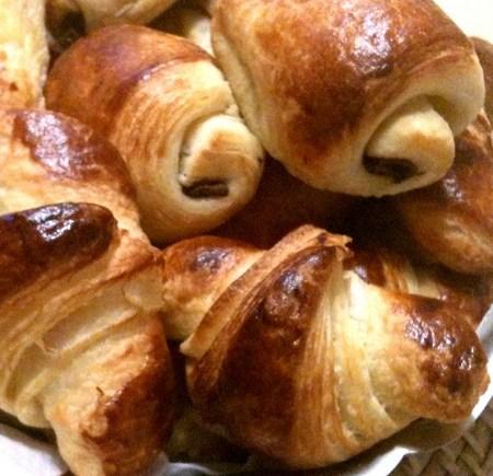 Viennoiseries - croissants et pains au chocolat LGY 01