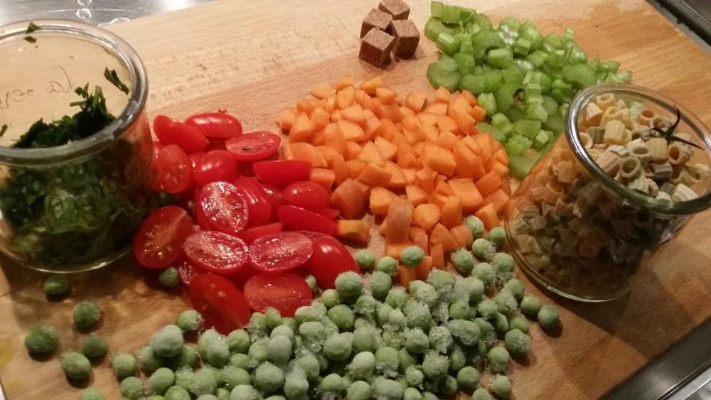 Carottes, céleri branche, petits pois, tomates,..